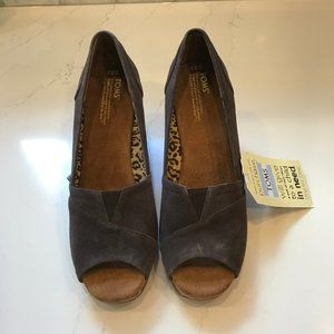 Toms Brown Wedge Sandal Size 9.5